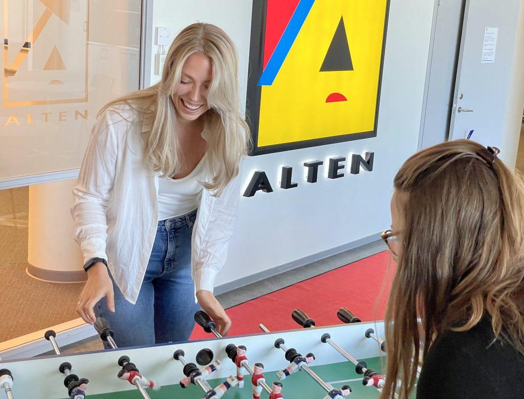 Rebecka Danielsson och kollega på Kistakontoret